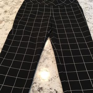 NWOT Size 10 Roz & Ali Cropped Pants